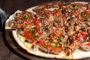 Queso Paparella Salsa Tomate Casera Berenjenas Grilladas Semillas de Sésamo Alioli de Albahaca